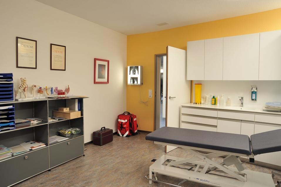 Aerztehaus-Balsthal-Behandlungsraum-Cahenzli